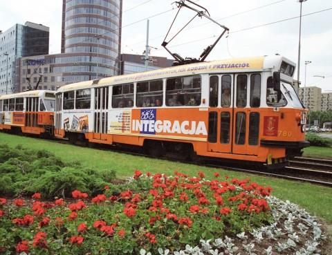 """Pierwszy tramwaj """"Integracji"""" zdjecie wystawy z okazji 20-lecia Intefracji"""