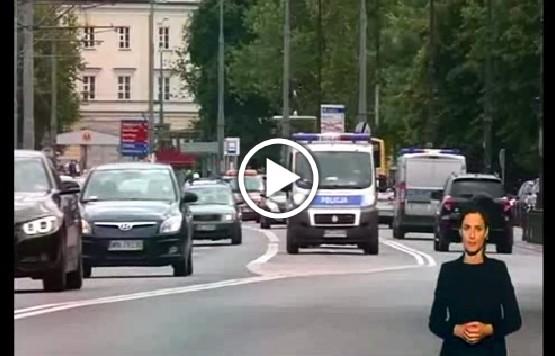 """Kadr z odcinka programu """"Misja Integracja"""" o kartach parkingowych"""