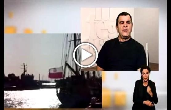 """Kadr z odcinka programu """"Misja Integracja"""". Niewidomy muzyk i żeglarz Romuald Roczeń opowiada o projekcie """"Zobaczyć morze"""""""