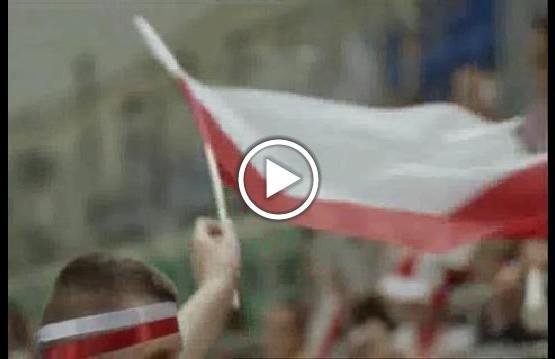 """Kadr z odcinka programu """"Misja Integracja"""". Kibice polskiej drużyny siatkówki osób z niepełnosprawnością"""