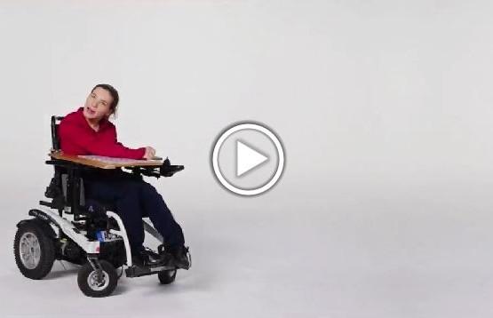 Agnieszka Bal - dziewczyna na wózku, która na co dzień korzysta z pomocy aststenta