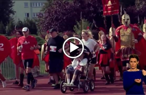 """Grupa """"Spartanie dzieciom"""" podczas biegu na rzecz chorych i niepełnosprawnych dzieci"""