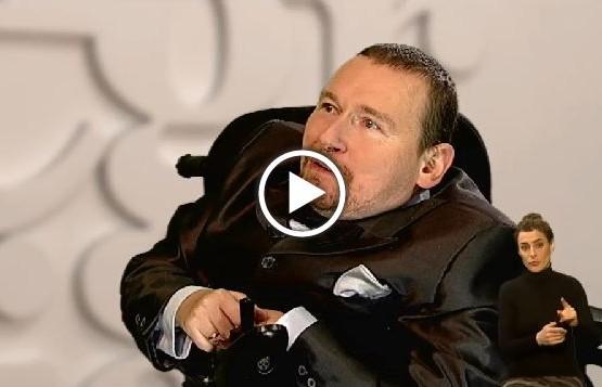 Europoseł Marek Plura w studio programu TV Misja Integracja