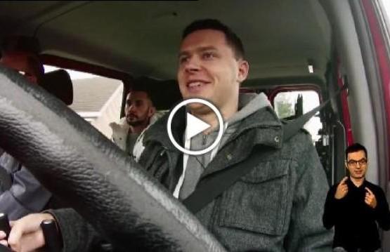 Mateusz Puszkarski podczas pierwszej jazdy samochodem