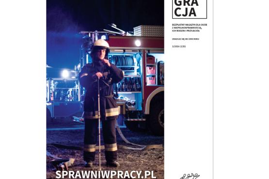 okładka magazynu Integracji 1/2016 z niewidomym strażakiem na potrzeby kampanii Sprawni w pracy