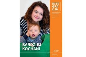 okładka magazynu Integracji 2/2016: mama z małym dzieckiem z zespołem Downa