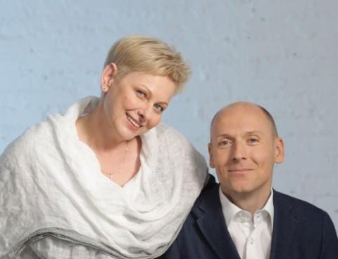 Pozowane zdjęcie Piotra Pawłowskiego z żoną