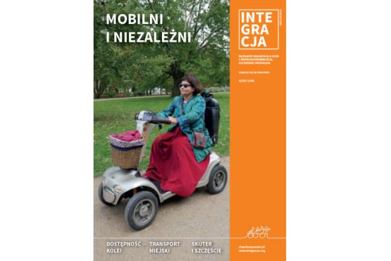 Okładka 4 numeru magazynu Integracja. Na okładce Jola Wiszowata jedzie na skuterze dla osób z niepełnosprawnością