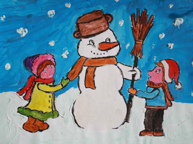 namalowany farbami rysunek bałwana i dwójki dzieci obok niego
