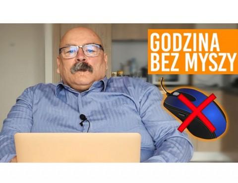 Adam Pietrasiewicz siedzi przed laptopem. Obok niego napis: godzina bez myszy i przekreślona komputerowa myszka